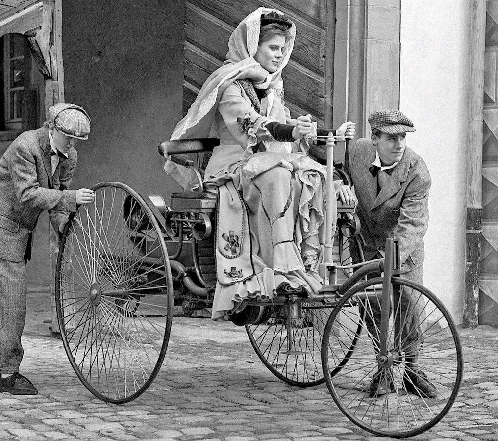 Bertha Benz - Financier and first long distance driver of the Benz